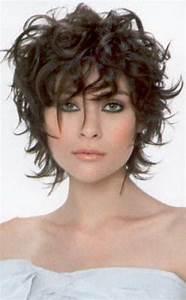 Coupe De Cheveux Bouclés Femme : coupe courte cheveux boucles ~ Nature-et-papiers.com Idées de Décoration