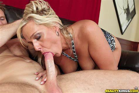 Tasty Twat Young Enjoys Her Cum Swallow