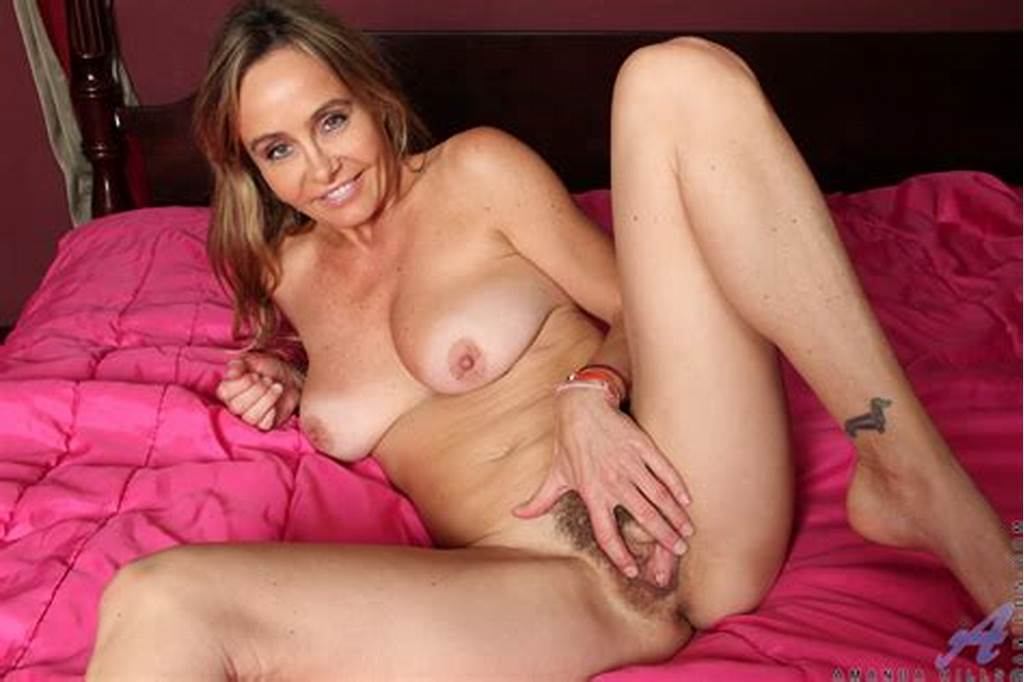 #Horny #Bosomy #Milf #Kelli #Mccarthy #Is #Smiling #In #Cam #And