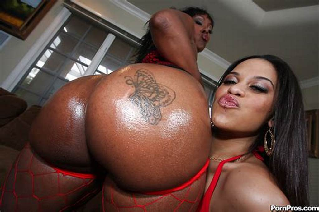 #Black #Milf #Babes #Cheyanne #And #Lollipop #Showing #Off #Huge