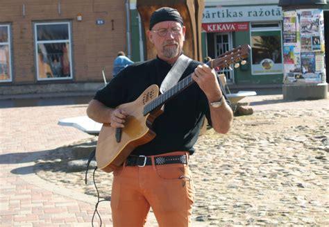 Ceļojošs ielu mūziķis no Austrālijas Vecpilsētas laukumā ...