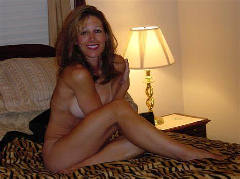 Bonny Curly Milf Taking In Bed