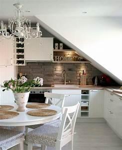 Kleine Dachwohnung Einrichten : die besten 25 k che dachschr ge ideen auf pinterest k cheneinrichtung dachschr ge k che ~ Bigdaddyawards.com Haus und Dekorationen