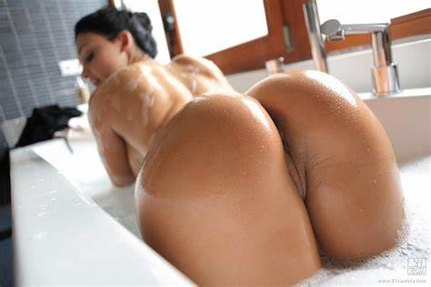 Watering Naked Bubble Asses aletta ocean