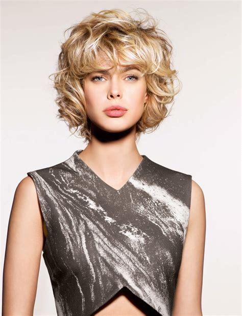 coupe de cheveux africaine coiffure carre court degrade frise