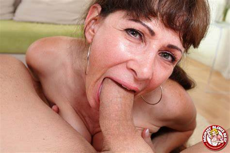 Tits Ts Redhead Pounds Deepthroat By Mommy