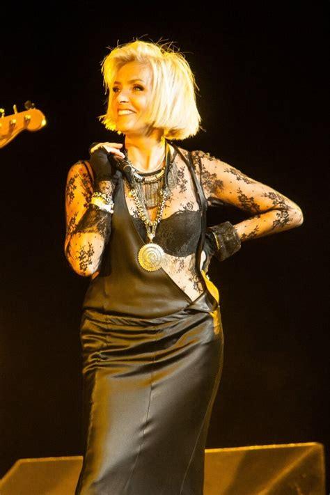 Karm! Läti popstaar Laima Vaikule saab imedieedi abil vaid ...