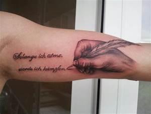 Hand Tattoos Schrift : tattoos zum stichwort feder tattoo lass deine tattoos bewerten ~ Frokenaadalensverden.com Haus und Dekorationen