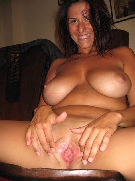 Amateur Busty Mom Homemade