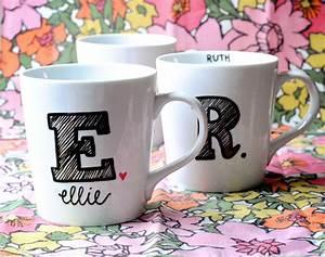 initiale idee cadeau nowel pinterest initiales With peinture d une maison 10 peinture ceramique sur tasse 224 cafe