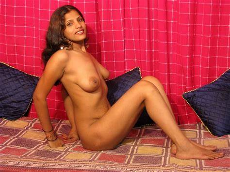 Punjabi Bhabhi Fucking Inside The Uncovered By Her Driver