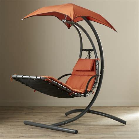 pied de chaise dans la chatte chaise longue suspendue et fauteuil relax