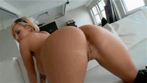 Camgirl Shakes Her Large Assfuck And Rides A Dick