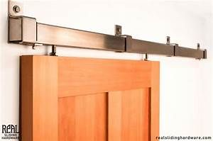 Barn door roller hardware peytonmeyernet for Barn door rollers lowes