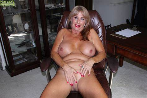 Hot Hottie Mature Game With Each