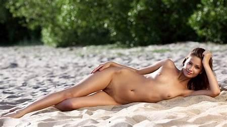 Beach Nude Boobs Teen
