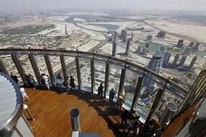 Burj khalifa at the top 124 floor for Burj al khalifa how many floors