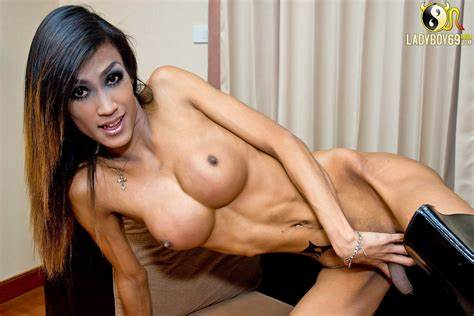 Stunningly Shemale Stroke Her Slow Rod Killer Curves Tranny Icecy