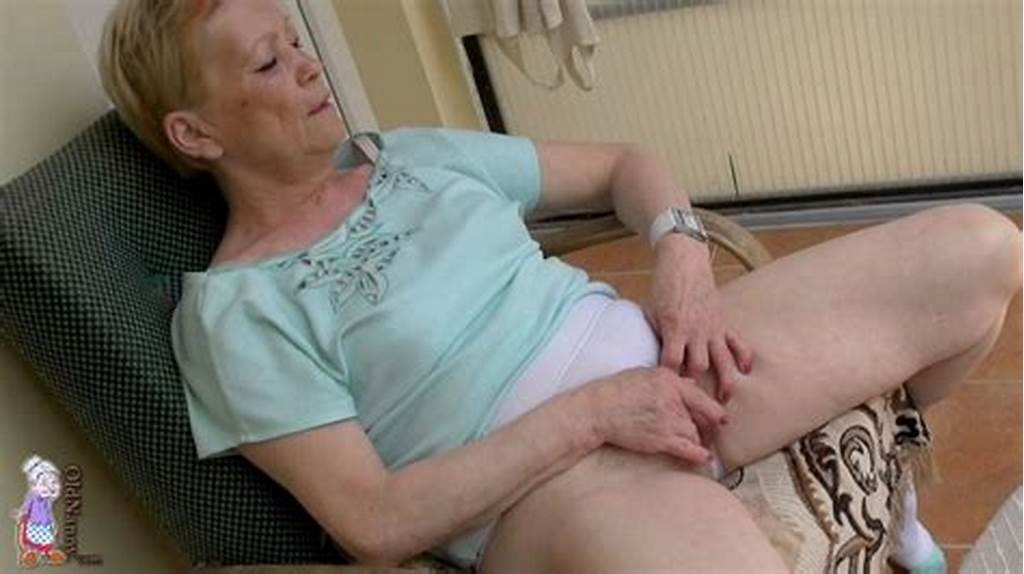 #Mature #Oldie #Outdoor #Pussy #Massage