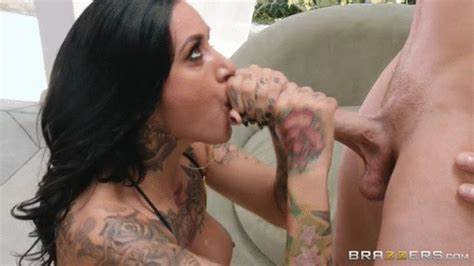 Bouncy Pornstar Goes Negro Sneaking albyrydes #brazzers #gif #blowjob #twohands #tattoo
