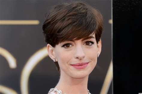 Anne Hathaway Nipples On The Oscars Red Carpet Are Super
