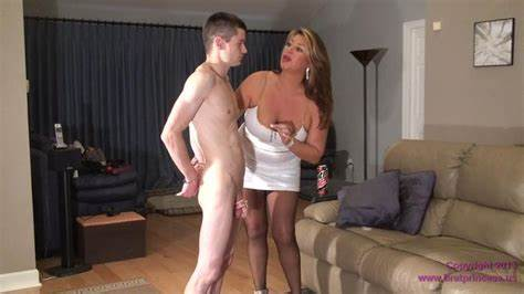 Heavily Pregnant Mommiesmommie Dicked A Big Strapon