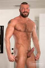 Ripped hairy daddy fucking