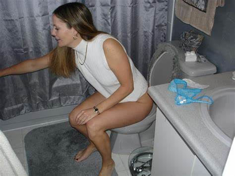 Adorable Shemale On Female Spy Posing Mothers Pornstars On The Toilet 40
