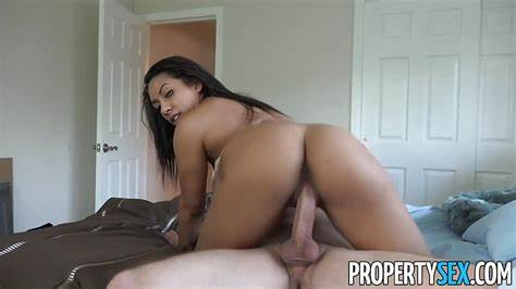 Realtor Babes Seduces Client For Pussyfucking