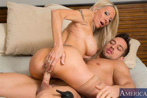 Slim Cheerleader Seduced By A Boy Fit Yet Saggy Cougar In Purple Nylons Prepared A Flawless
