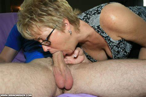 Flexible Old Babes Gives Blowjob