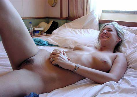 Group Teenie And Mature Lesbians Go Bedroom Class In The Beach