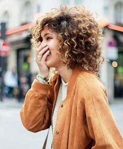 Coupe De Cheveux Bouclés Femme : coupe de cheveux femme fris court ~ Nature-et-papiers.com Idées de Décoration