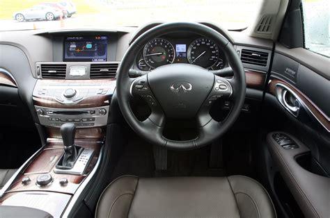 Infiniti M35h Review   Autocar