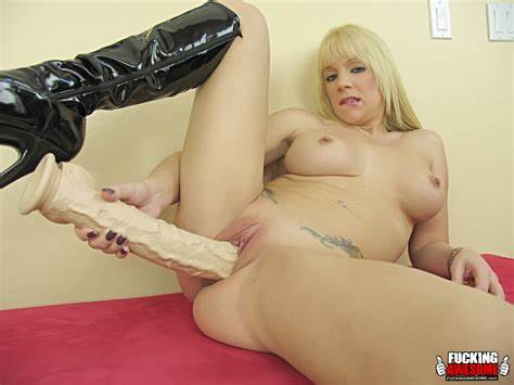Massage Asses Drilled With Heid Mayne Heidi Mayne Crack Her Juicy Clit With Immense Vibrator