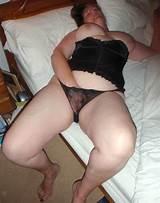 Naked chubby milf masturbating