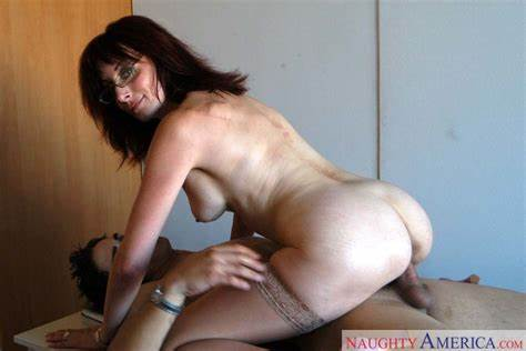 Mature Convinces Her Tutor To Fucked