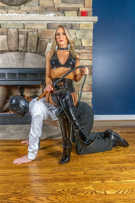 BDSM submissive Chicago Dungeon — Chicago Illusions