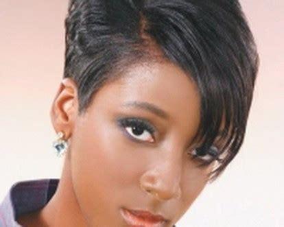 coupe de cheveux court femme noire  ans