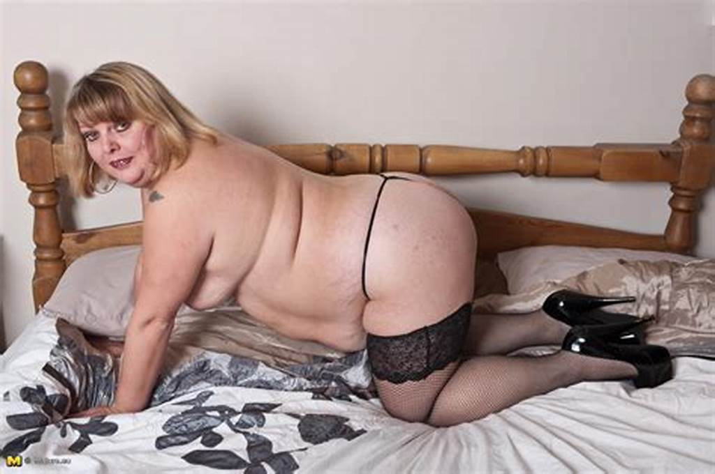 #Curvy #Mature #Showing #Her #Body