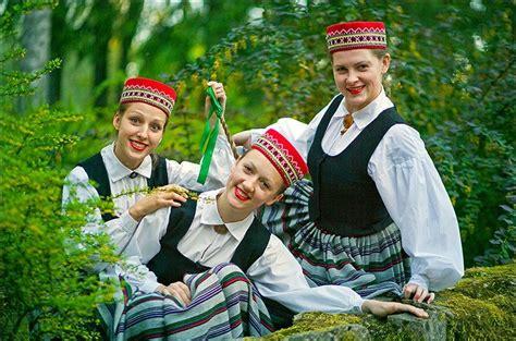 LATVIEŠU TAUTAS TĒRPI LATVIAN FOLK COSTUMES : Photo | Folk ...
