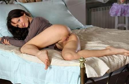 Teen In Bed Nude