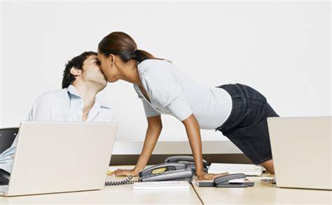amour au bureau femme voici les 11 lieux insolites qui font le plus fantasmer