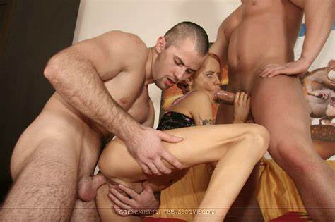 Two Retro Fuck Blowie Stuffed Handcuffed Babes Sex By 2 Guys