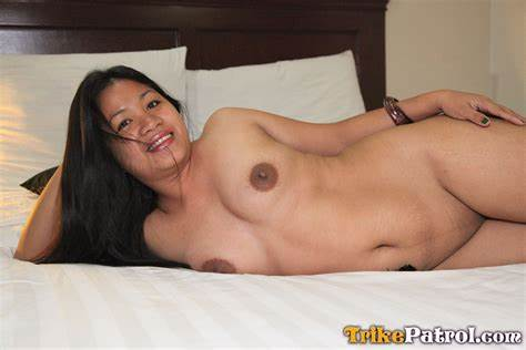Seductive Filipino Mature Playing With Her Asshole And Analed