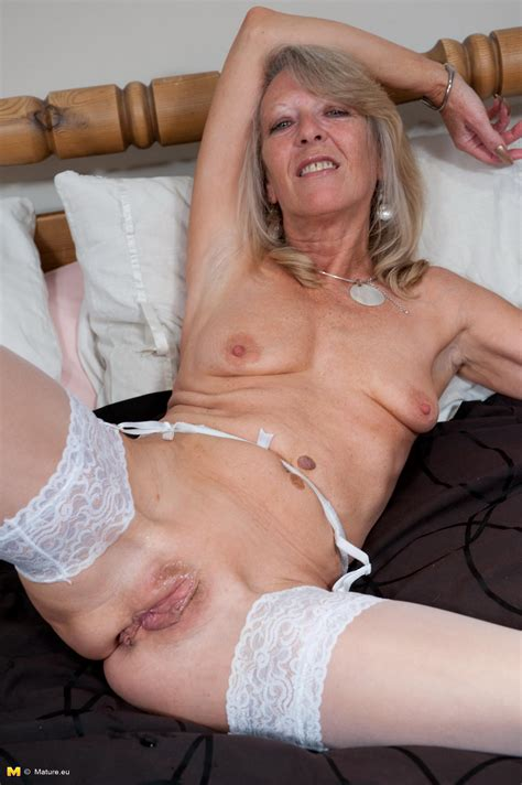 Naughty Mature Slut Playing With Her Wet Pussy Granny Nu