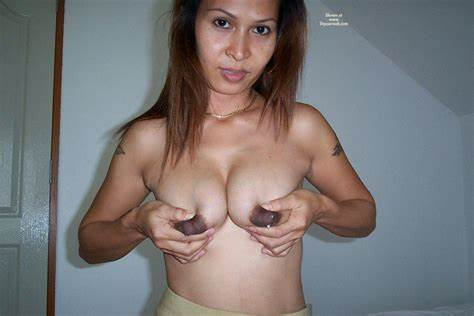 Pregnant Amateur Shows Her Breasts