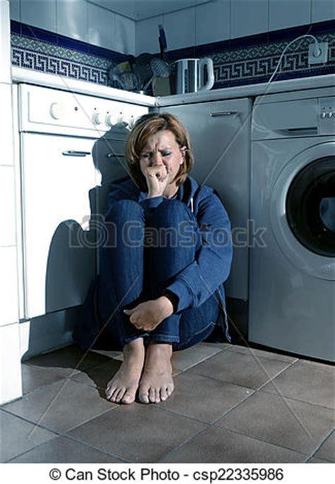 femme nue cuisine images de solitaire malade femme pleurer cuisine