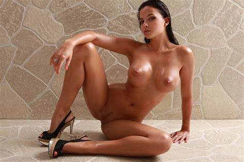 Cherry Nudes Bodies And Seductive Chick