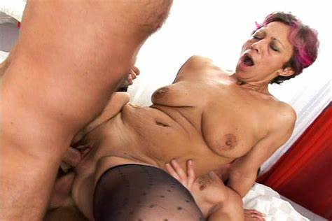 Lezbi Penetration For Granny Old Granny Milli Receives Threesome Rammed